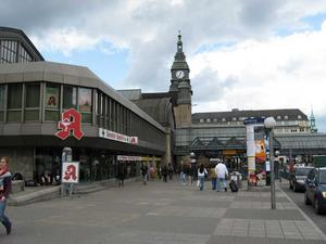 hamburg2007_train_station.jpg